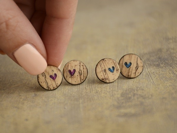 Mali uhani Barvni leseni srčki