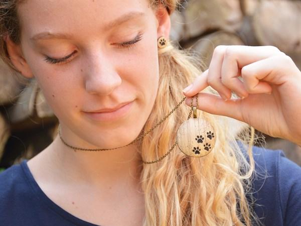 Tačke - medaljon na ogrlici