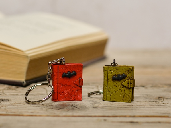 Obesek za ključe - Knjiga Grozljivka