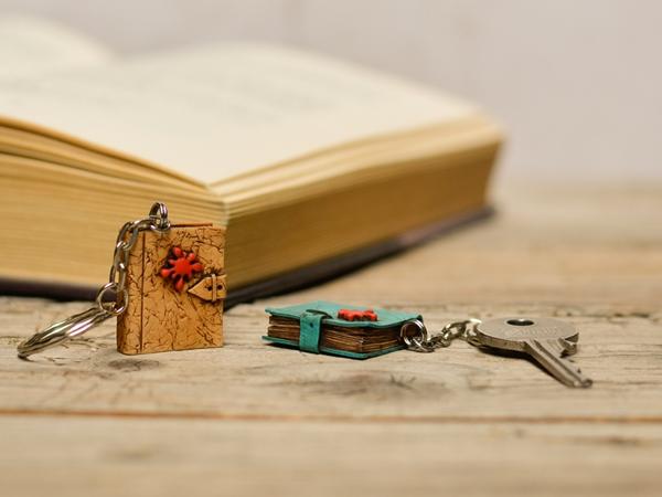 Obesek za ključe - Knjiga Kriminalka