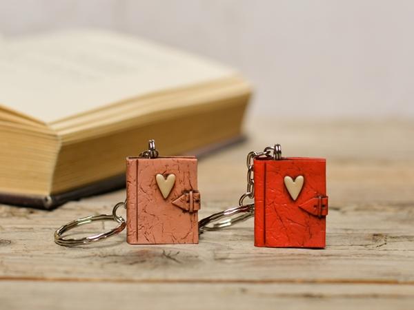 Obesek za ključe - Knjiga Ljubezenski roman