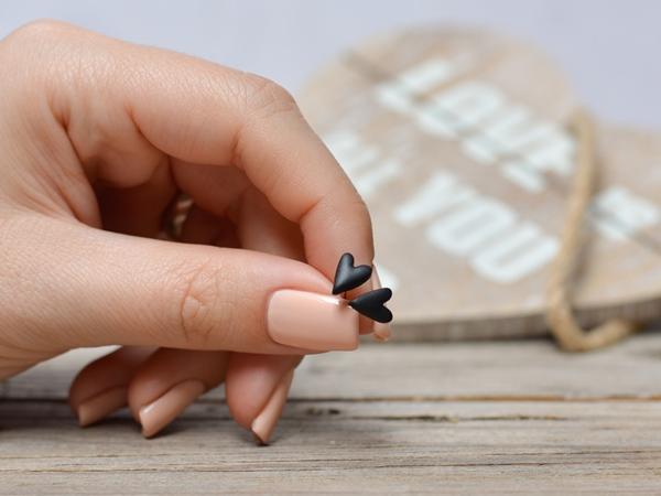 Črni srčki - mali uhani